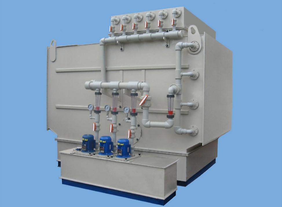 Фильтры-газопромыватели с орошаемой насадкой – для очистки воздуха от газов, паров кислот, аэрозолей кислот, щелочей и солей: ФВГ-П-М-ЭЛСТАТ-КО-ГП, ФВГ-П-М-ЭЛСТАТ-С-Ц-ГП и ФВГ-П-М-ЭЛСТАТ-Щ-ГП, горизонтальные. С пультом управления, программируемым контроллером, измерительными приборами, системой сигнализации, системой автоматического поддержания ph орошающего раствора. Имеют уменьшенные габариты, но меньшую эффективность по сравнению с фильтрами-скрубберами ФВГ-П-М- ЭЛСТАТ-КО, ФВГ-П-М-ЭЛСТАТ-С-Ц и ФВГ-П-М-ЭЛСТАТ-Щ. Стационарные, встраиваются в вентсистемы.